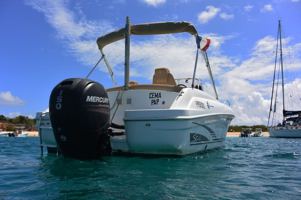 Rental Motor boat in Marigot - Jeanneau Cap Camarat 650 CC Style