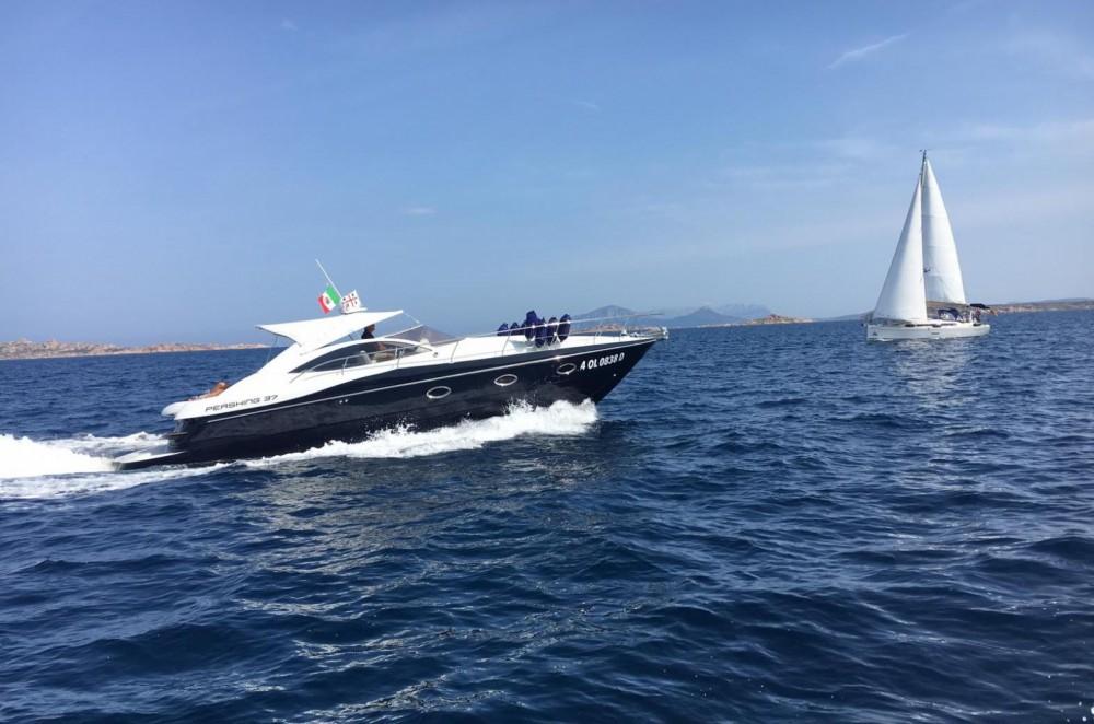 Rental yacht Porto Cervo - Pershing Pershing 37 on SamBoat