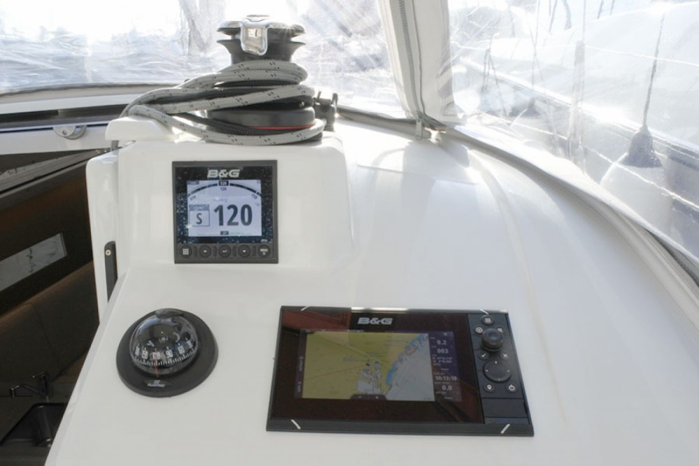 Boat rental Palma cheap Oceanis 30.1