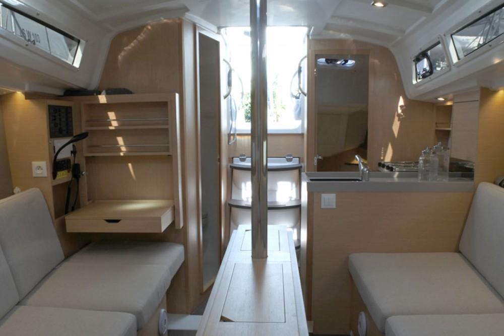 Rental yacht Palma - Bénéteau Oceanis 30.1 on SamBoat