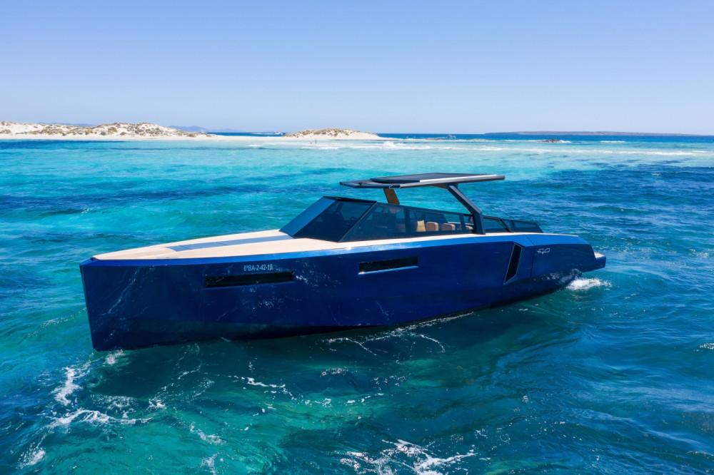 Boat rental EVO Yachts EVO 43 in Eivissa on Samboat
