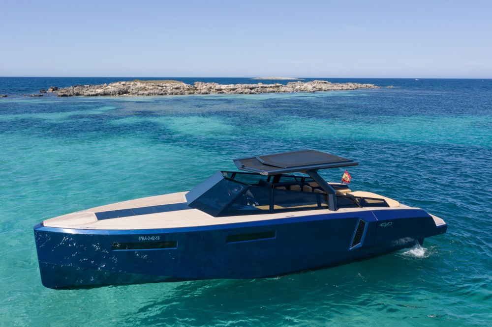 Rental Motor boat EVO Yachts with a permit