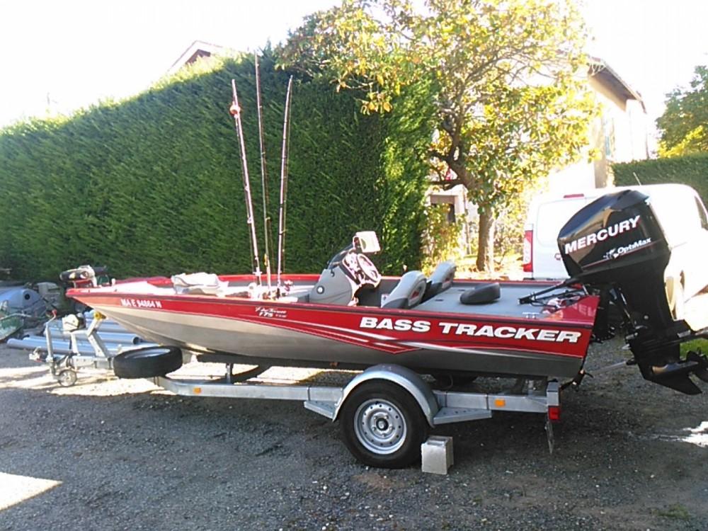Boat rental Bassboat Tracker in Lyon on Samboat