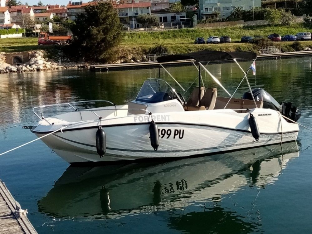 Rental Motor boat in Pula - Quicksilver 605 Active Open