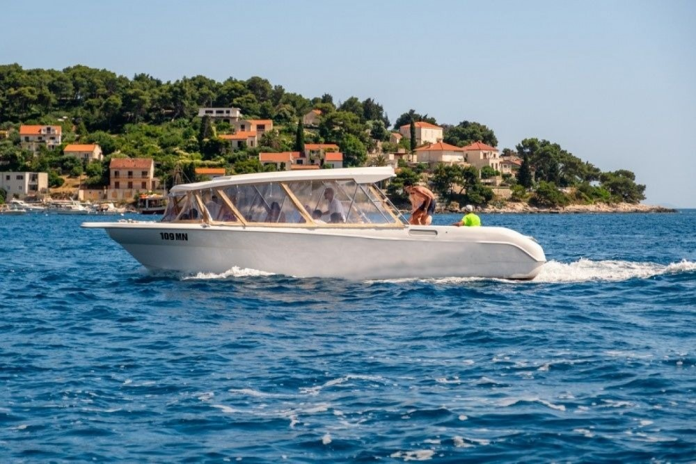 Hire Motorboat with or without skipper Enzo Milna