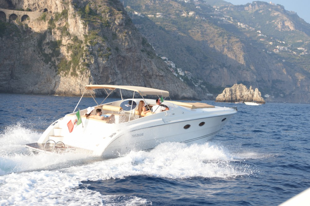 Rental Motor boat Tornado with a permit