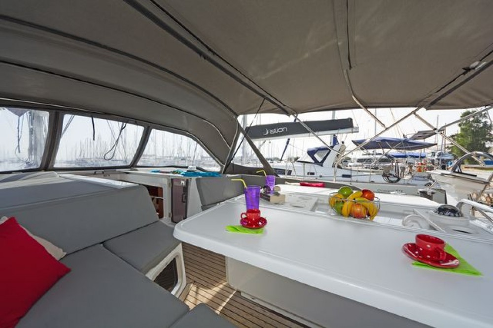 Sailboat for rent Nafplio at the best price