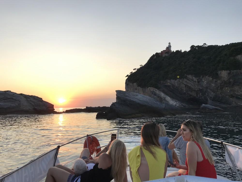 Boat rental Azimut Azimut 28 in La Spezia on Samboat
