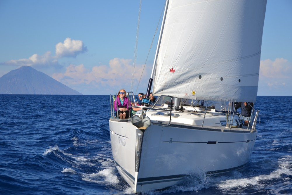Rental Sailboat in Capo d'Orlando - Dufour Dufour 425 Grand Large