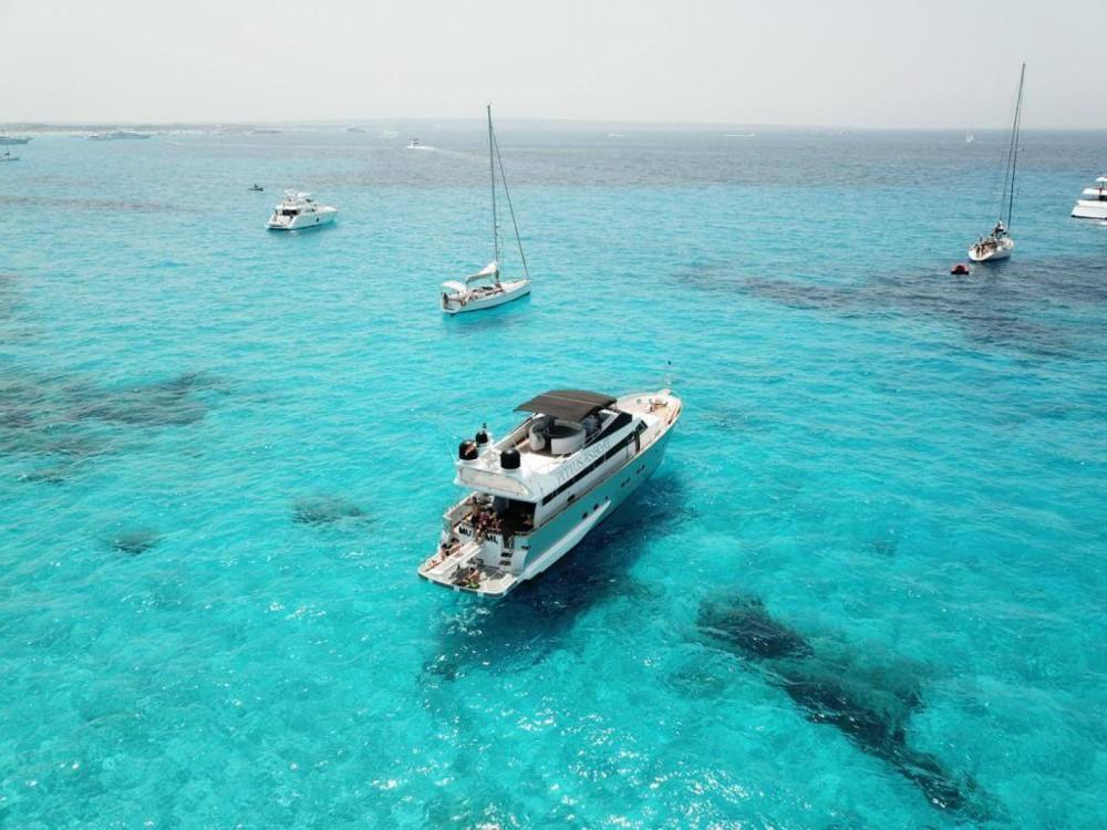 Boat rental Baglietto Baglietto 24 in Ibiza on Samboat