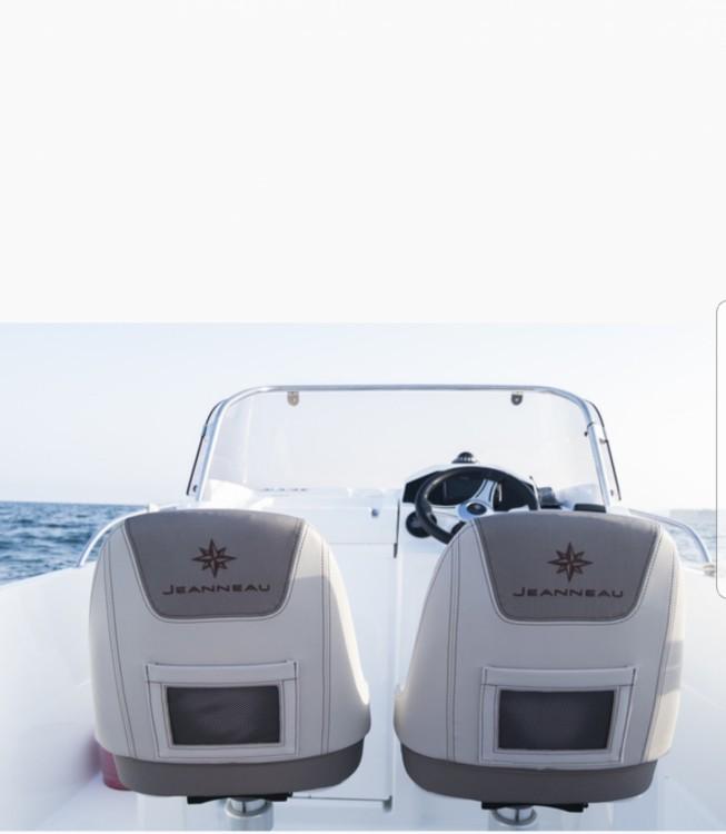 Rental Motor boat in Ciutadella - Jeanneau Cap Camarat 6.5 CC Style Serie 2