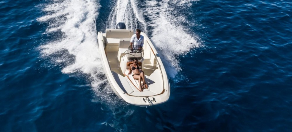 Hire Motor boat with or without skipper Invictus  Ciutadella