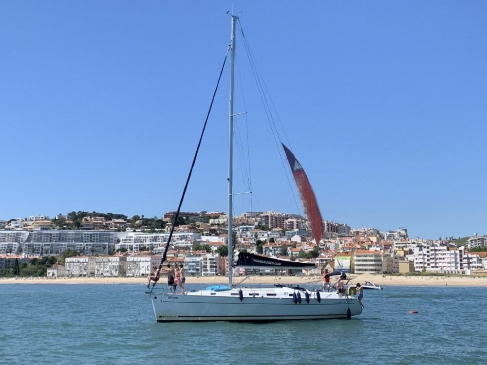 Hire Sailboat with or without skipper Bénéteau Lisbon