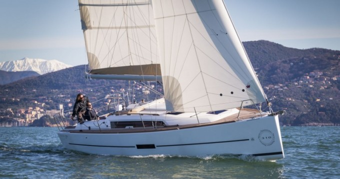 Dufour Dufour 310 between personal and professional Port du Crouesty