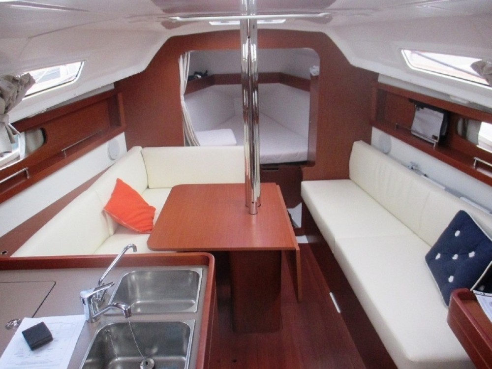 Sailboat for rent Arzon at the best price