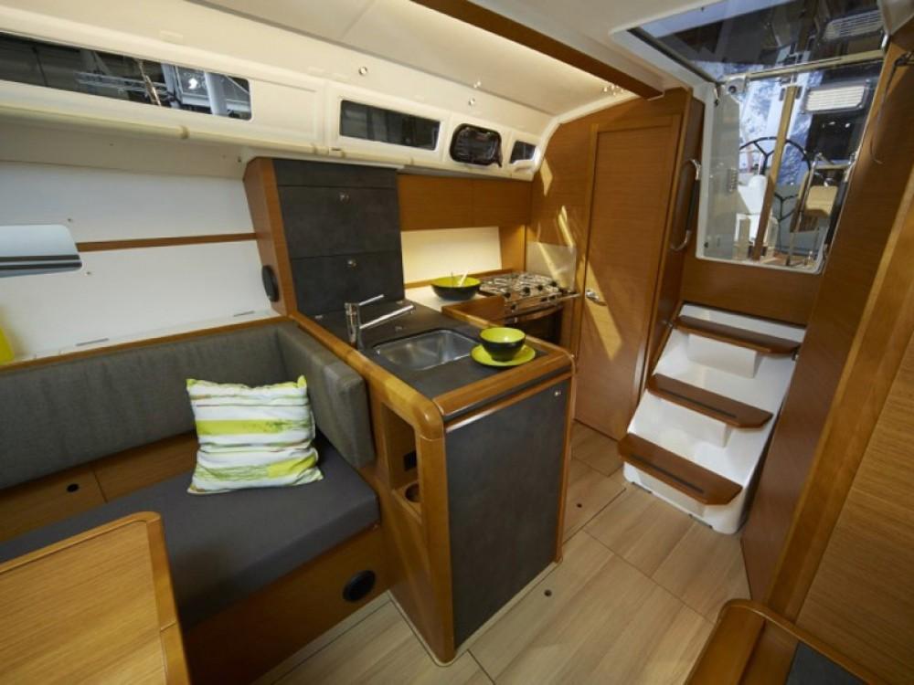 Rental yacht Nieuwpoort - Jeanneau Sun Odyssey 349 on SamBoat