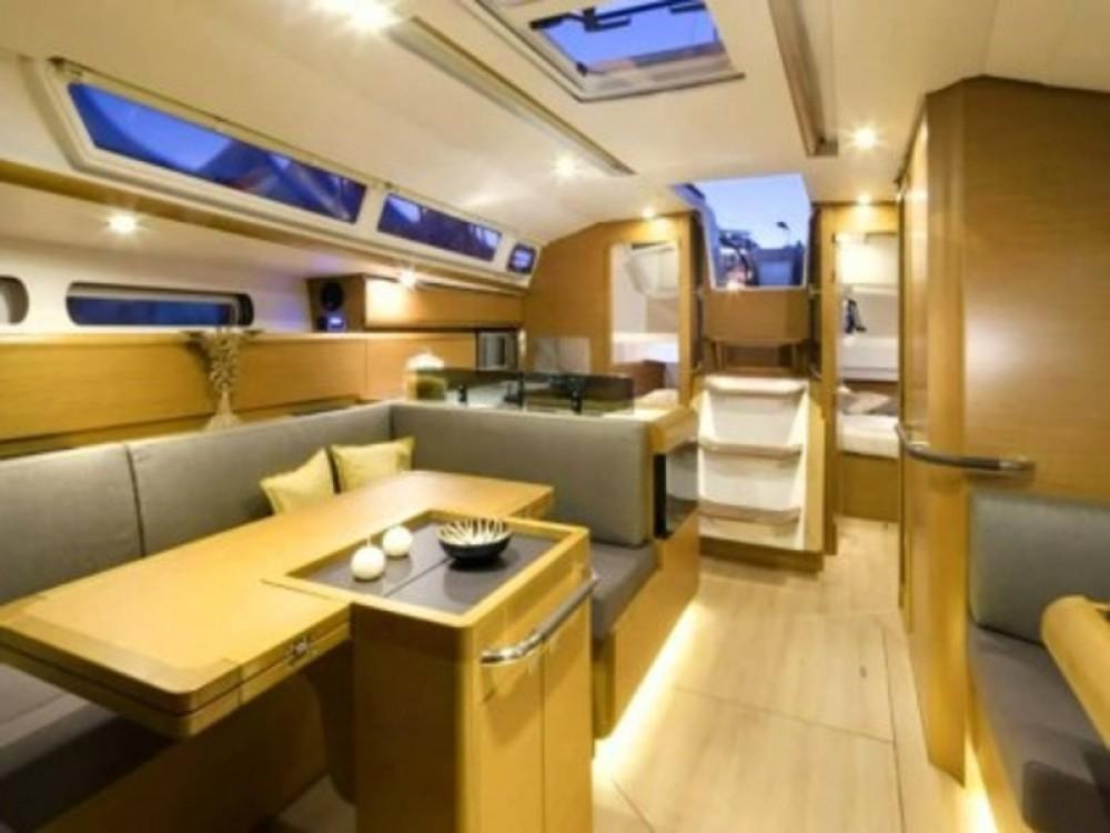 Rental Sailboat in Nieuwpoort - Jeanneau Sun Odyssey 439