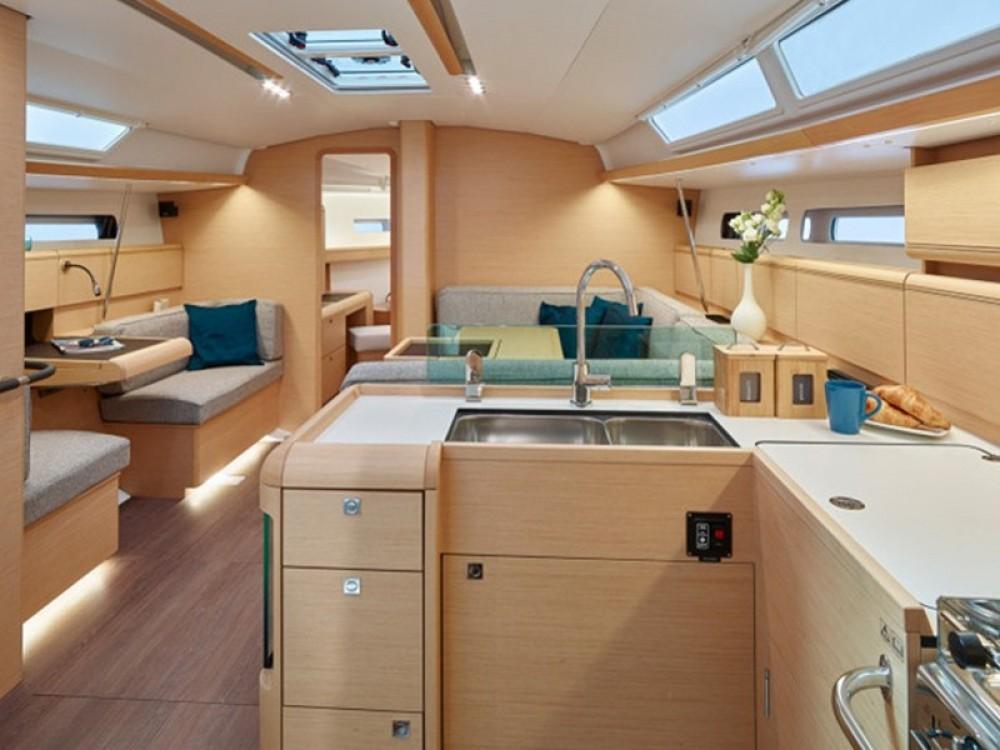 Rental yacht Nieuport - Jeanneau Sun Odyssey 449 on SamBoat