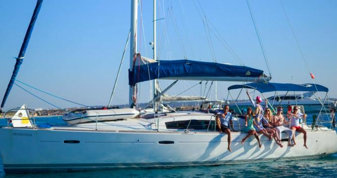 Boat rental Bénéteau Cyclades 43 in Barcelona on Samboat