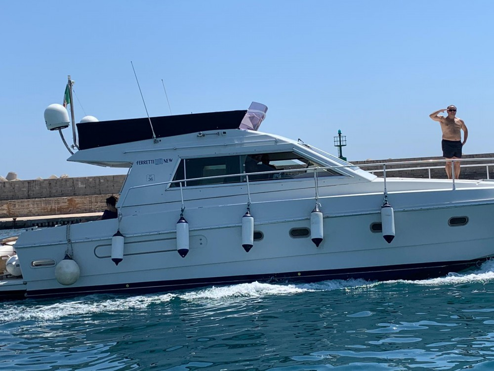 Hire Motor boat with or without skipper Ferretti Gallipoli