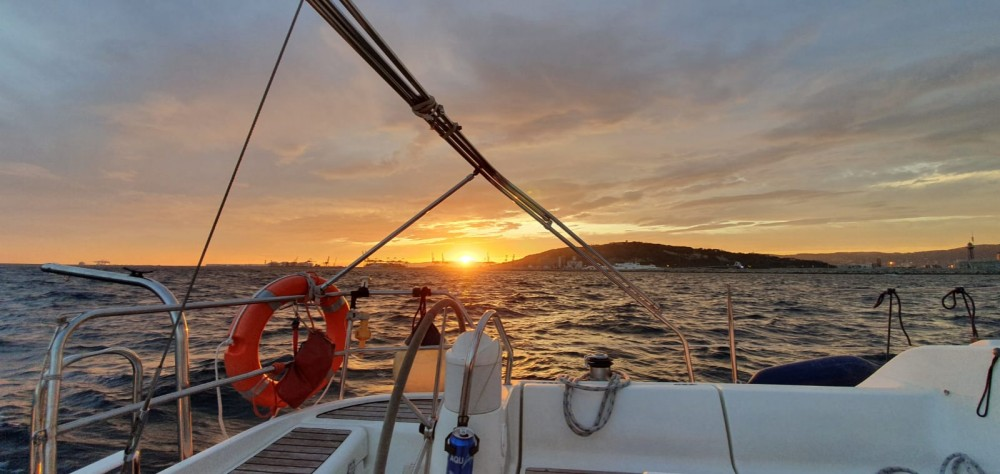 Rent a Jeanneau Sun Odyssey 40 Port Olímpic