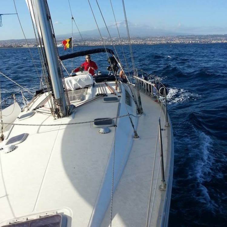 Jeanneau Sun Odyssey 42.2 between personal and professional Catania