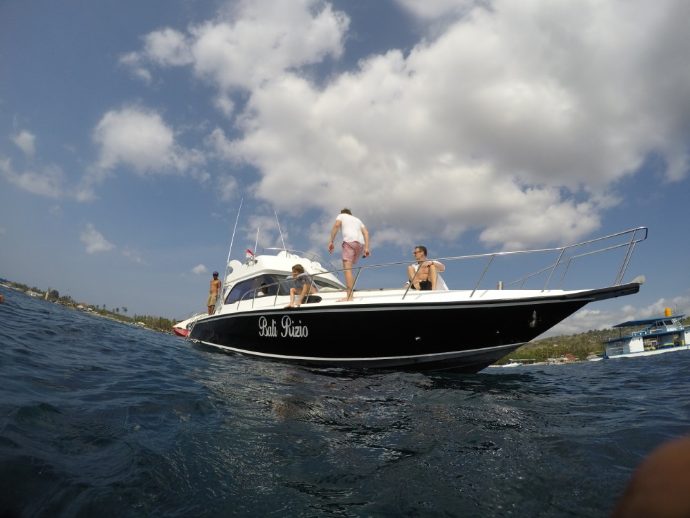 Hire Motor boat with or without skipper no brand Panjer