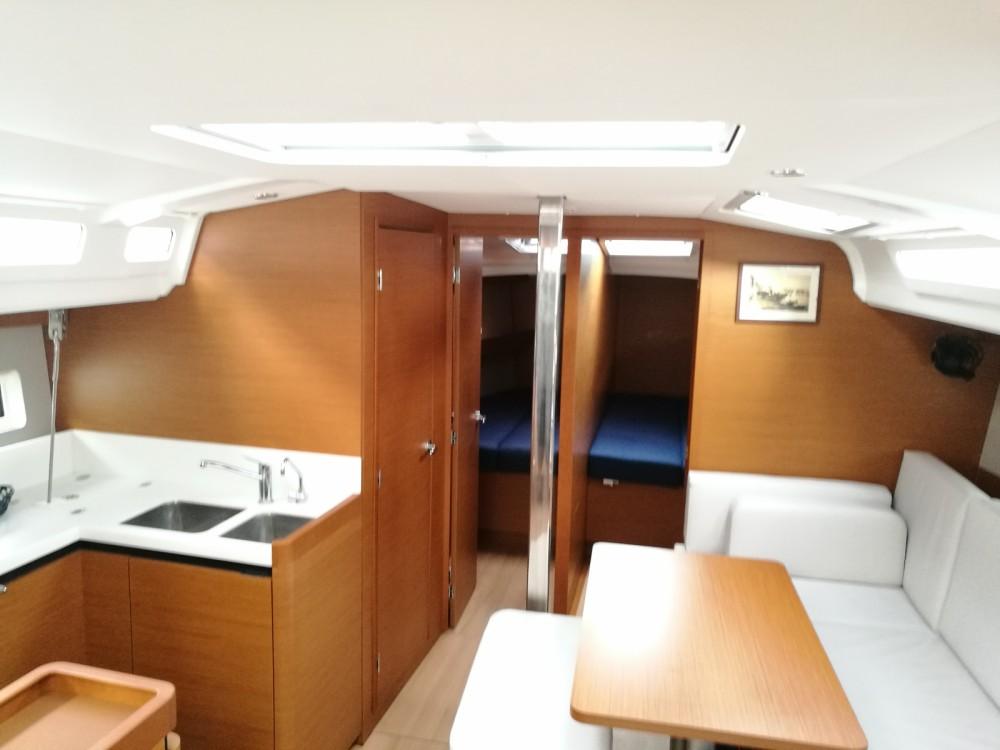 Boat rental Jeanneau Sun Odyssey 440 in Furnari on Samboat