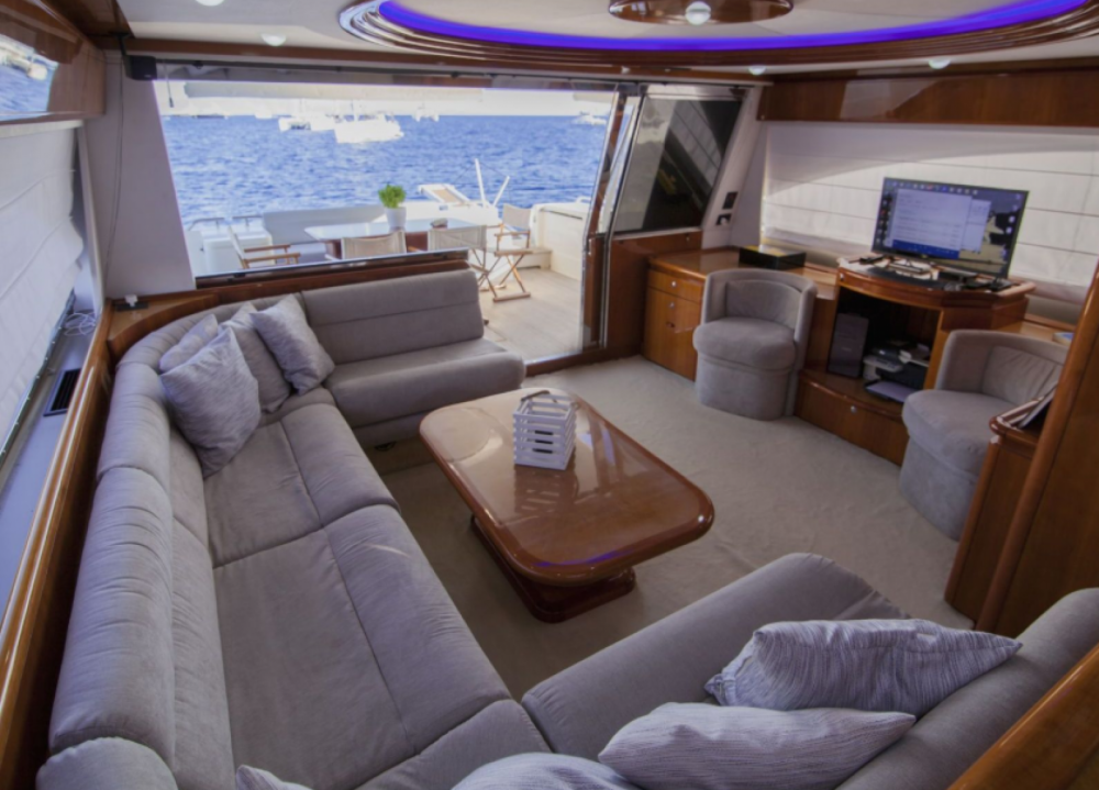 Yacht for rent Tourlos at the best price