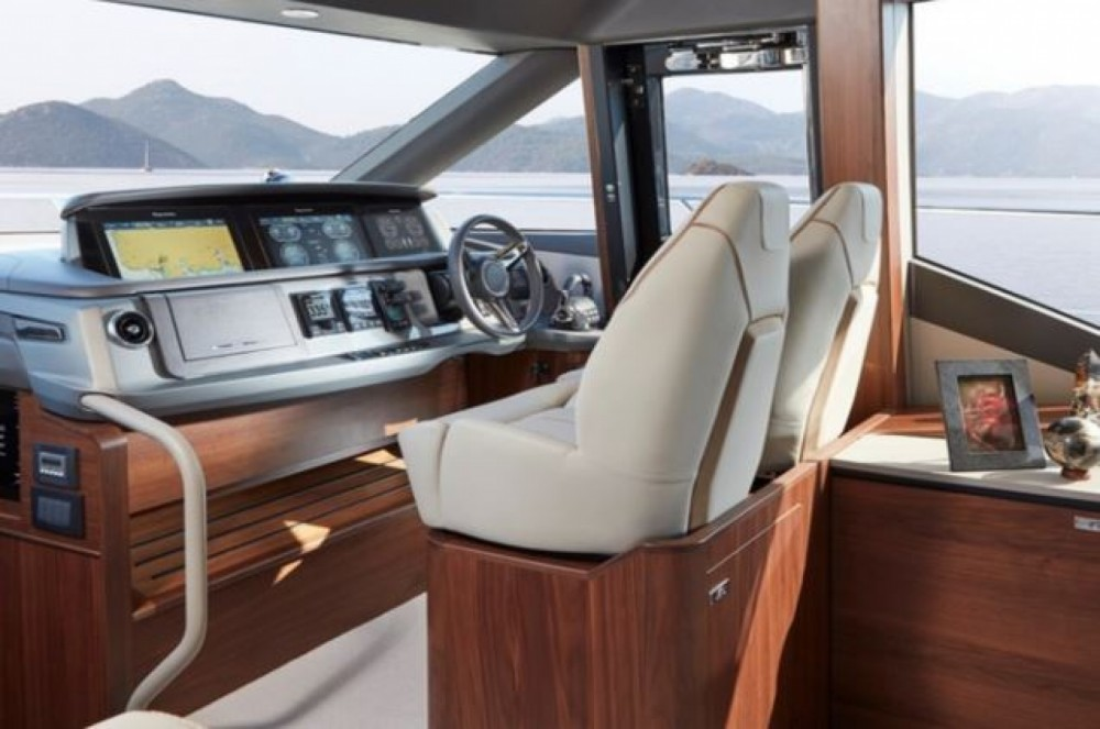 Rental Yacht in Tourlos - Princess 62 flybridge