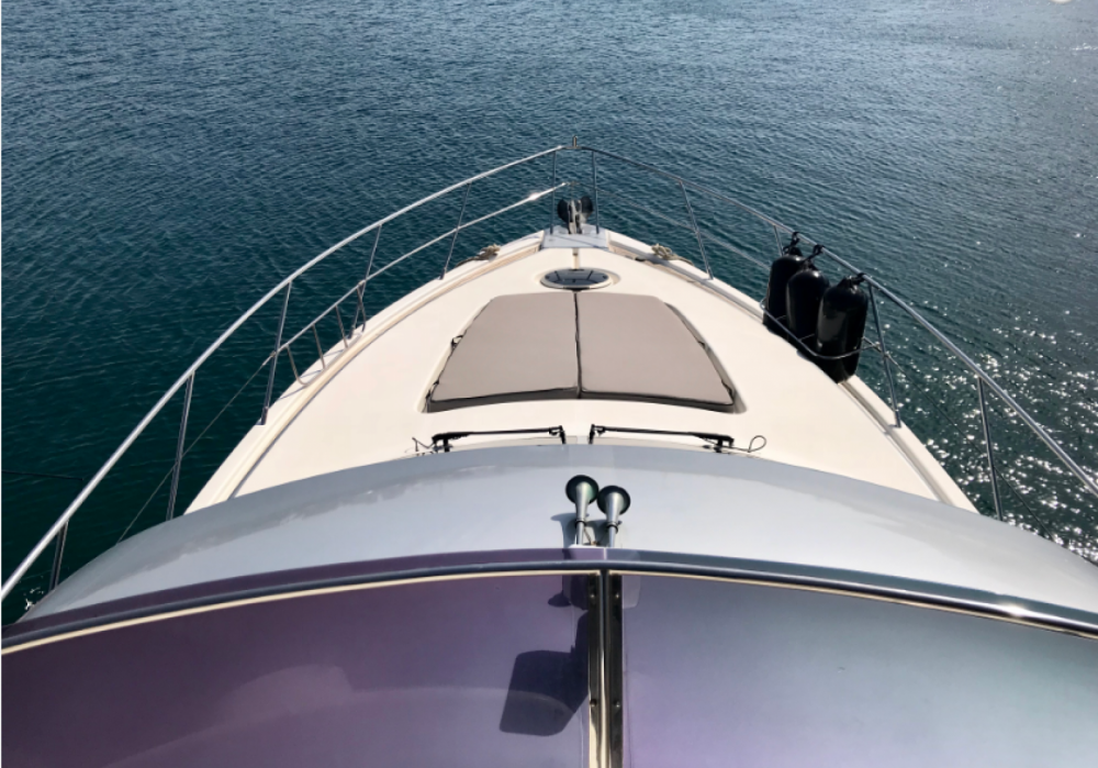 Dyna  48 feet Flybridge between personal and professional Tourlos