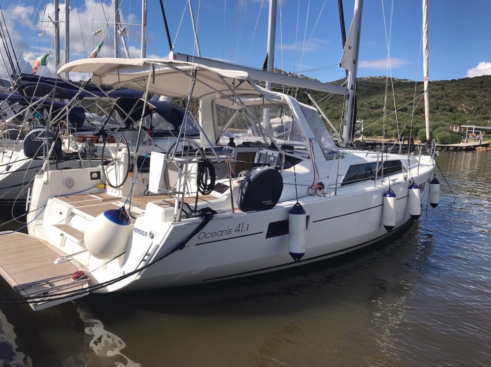 Bénéteau Oceanis 41.1 between personal and professional Sardinia