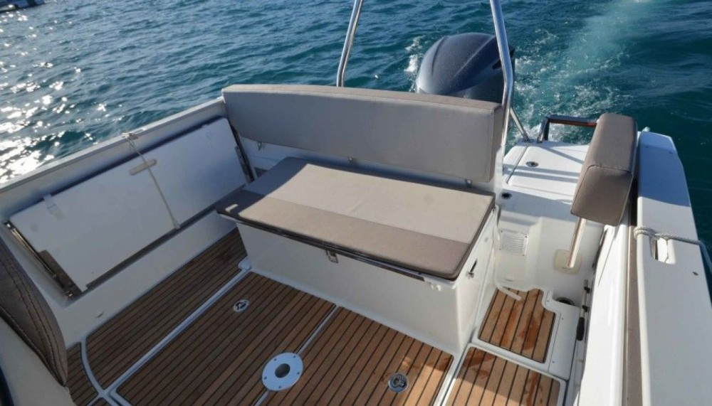 Hire Motor boat with or without skipper Jeanneau Tribunj