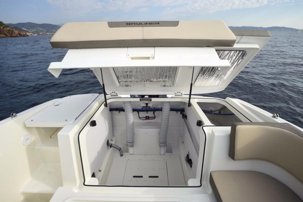Boat rental Bayliner VR5 Cuddy in Martigues on Samboat