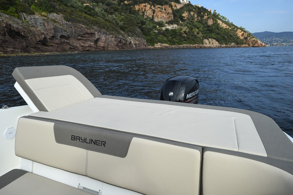 Rent a Bayliner VR5 Cuddy Martigues