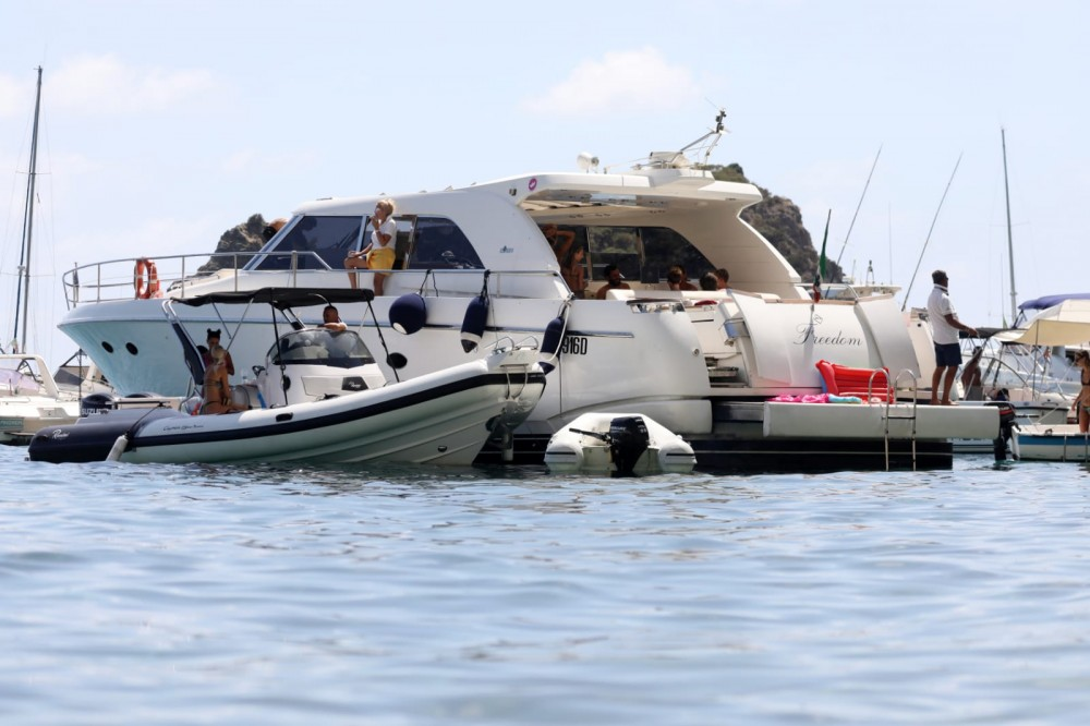 Rental Yacht Ilver with a permit