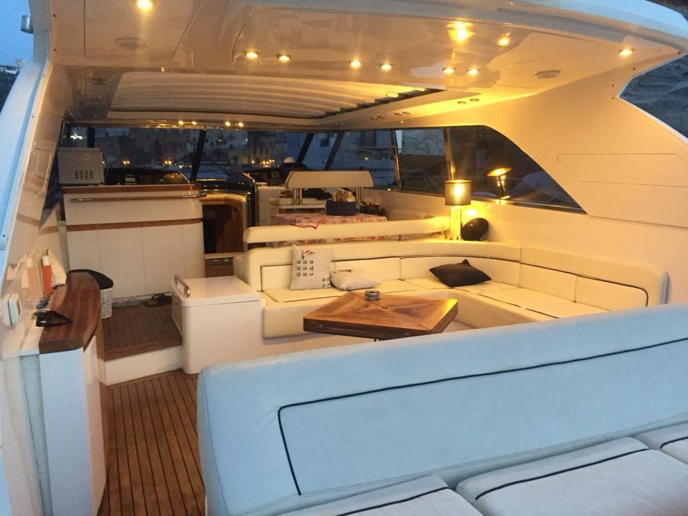 Boat rental  cheap Vista 58