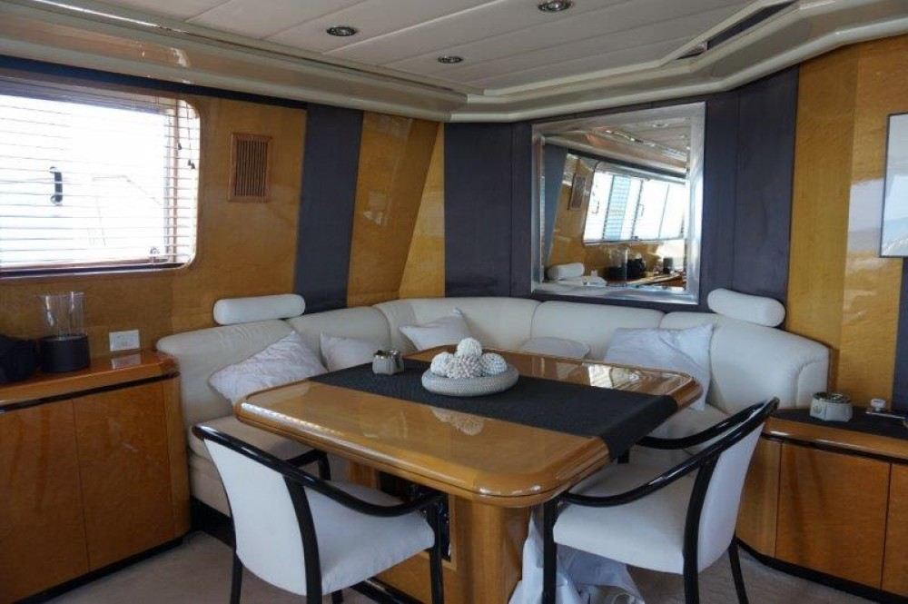 Boat rental Versilcraft PHANTOM 80  in Castellammare di Stabia on Samboat