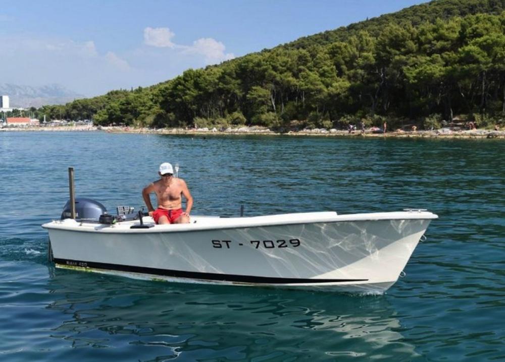 Boat rental Split cheap Ribar