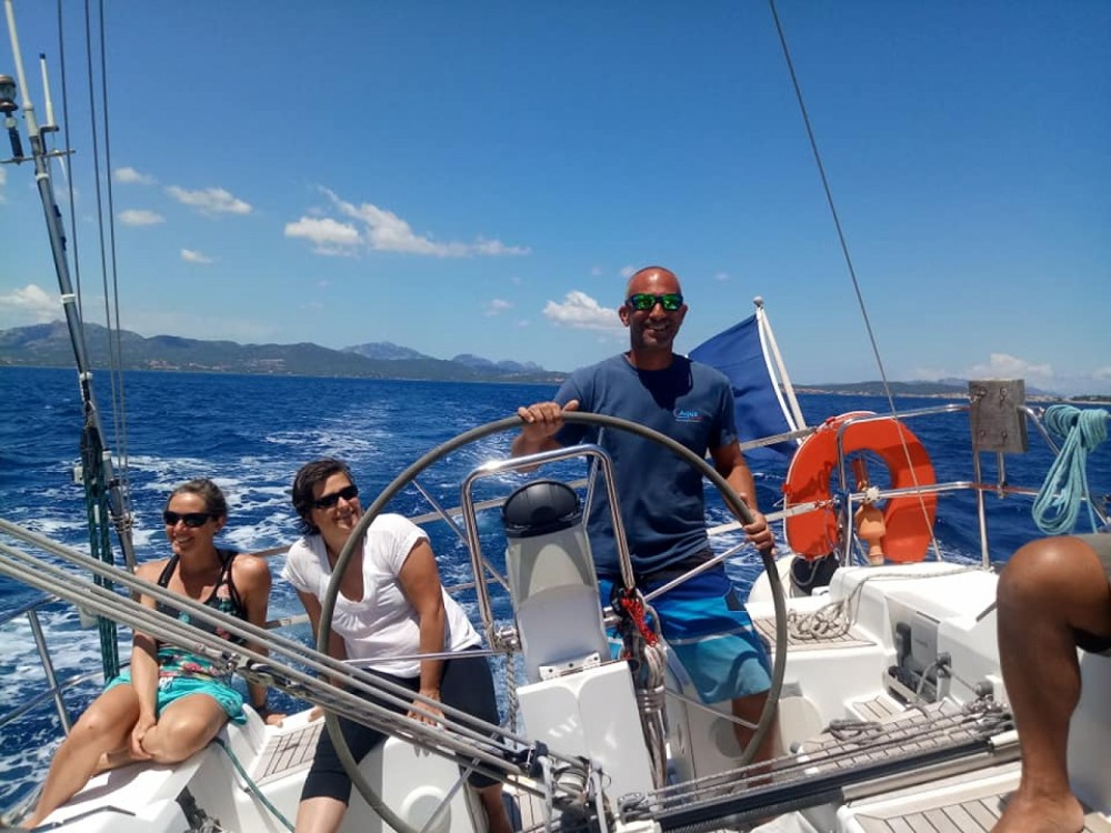 Rental Sailboat in Sardinia - Hanse Hanse 400