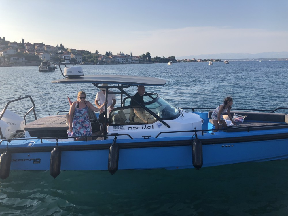 Hire Motor boat with or without skipper Axopar Zadar