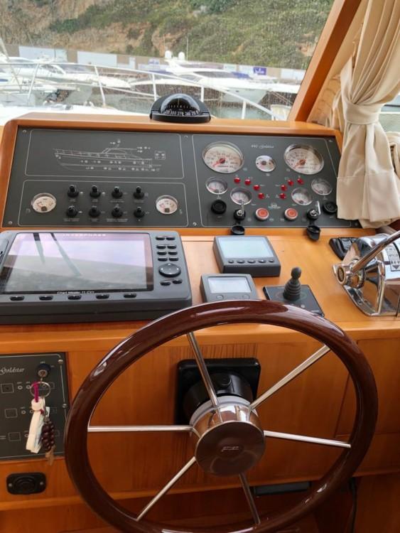 Rental Yacht Cantieri Estensi with a permit