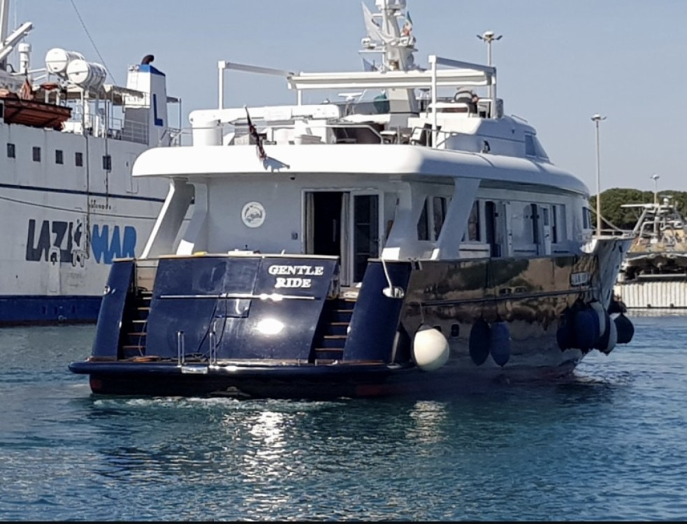 Hire Yacht with or without skipper Benetti sail division Castellammare di Stabia