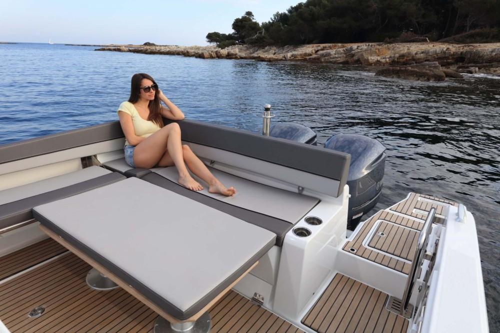 Boat rental Jeanneau Cap Camarat 9.0 CC in  on Samboat