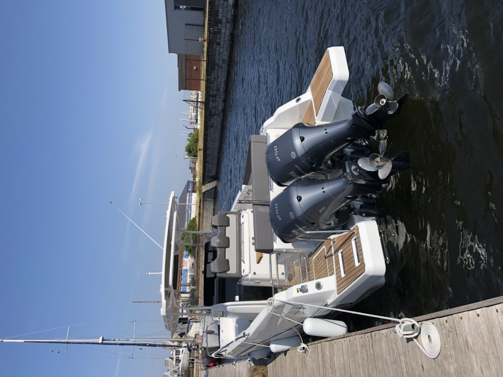 Hire Motor boat with or without skipper Jeanneau