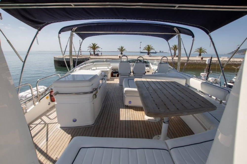 Boat rental Setúbal cheap Fairline Squadron 74
