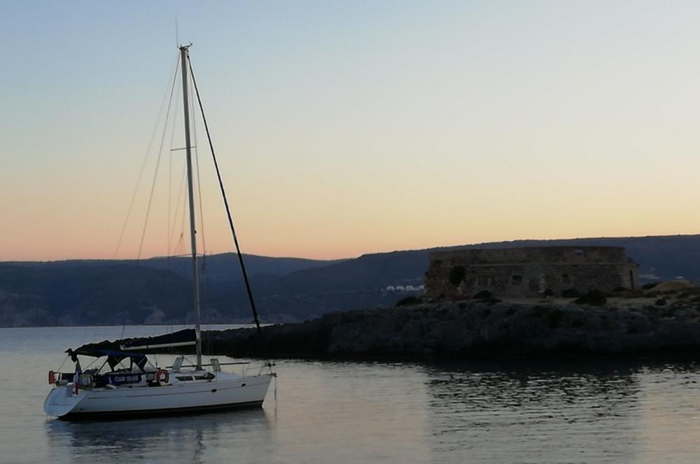 Rental Sailboat in Marseille - Jeanneau Sun Odyssey 37