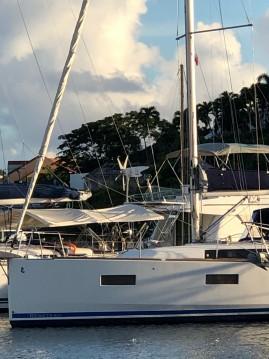 Rental Sailboat in Pointe-à-Pitre - Bénéteau Oceanis 38 Weekender