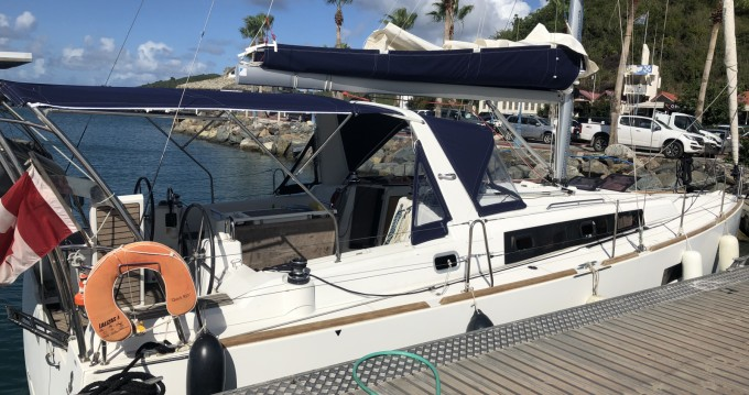Boat rental Pointe-à-Pitre cheap Oceanis 38 Weekender