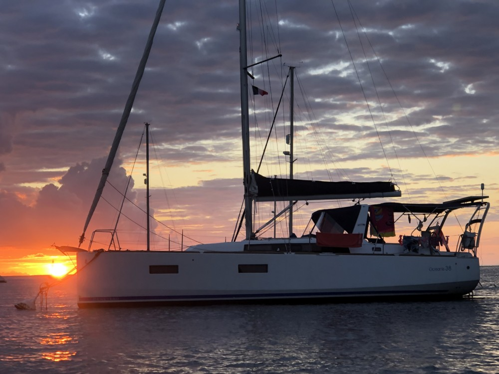 Rental yacht Le Marin - Bénéteau Oceanis 38 Weekender on SamBoat